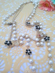 black flower pearl necklace